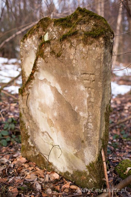 Jodłowa kirkut w lesie