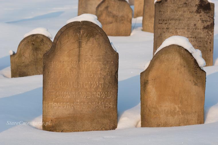cmentarz żydowski w Ryglicach zimą