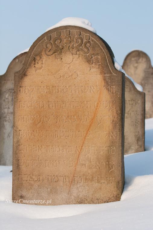 Ryglice cmentarz świecznik40