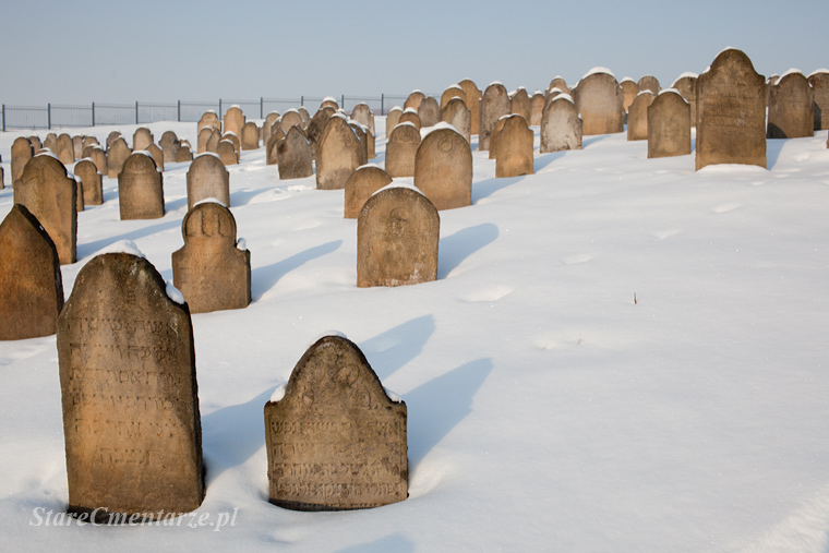 Ryglice cmentarz żydowski zimą