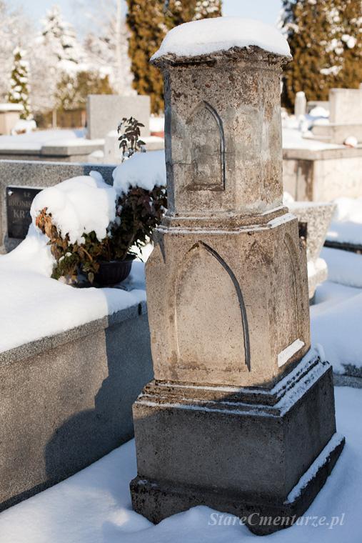 Pilzno cmentarz stary nagrobek.