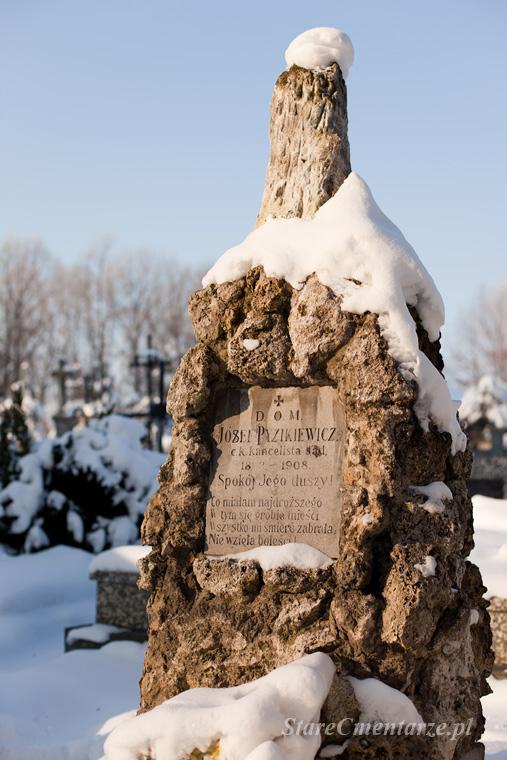 stary cmentarz w Pilźnie