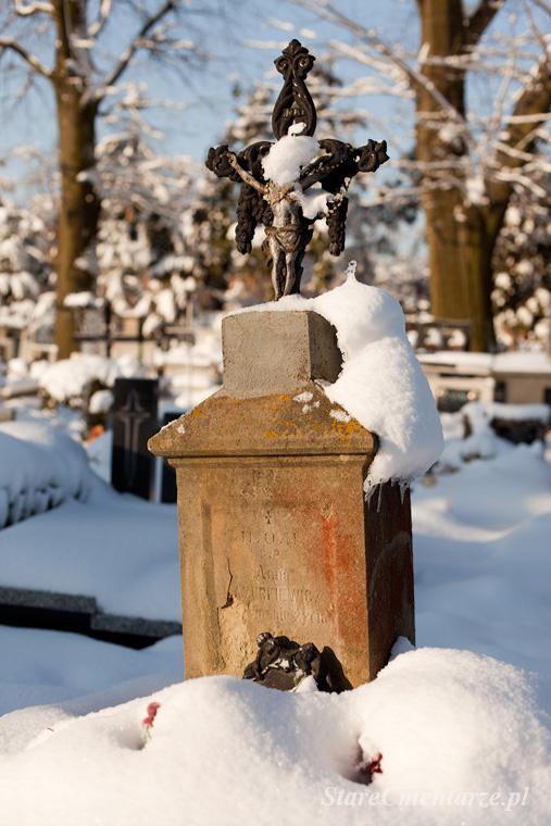 Pilzno cmentarz stary nagrobek