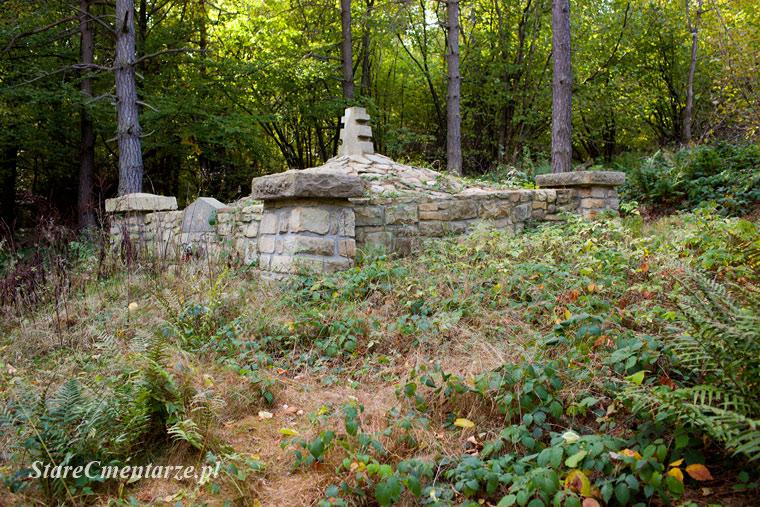 Cmentarz wojenny w Ożennej