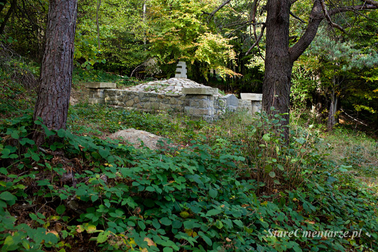cmentarz wojskowy w Ożennej