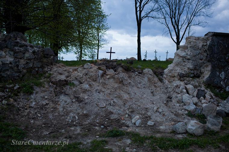 mur cmentarza w Ołpinach