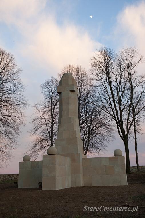 Ołpiny odbudowany pomnik